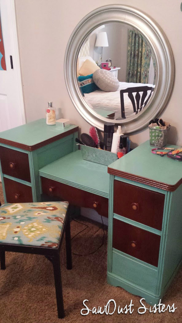 Vintage Make up Vanity Update at Sawdustsisters.com