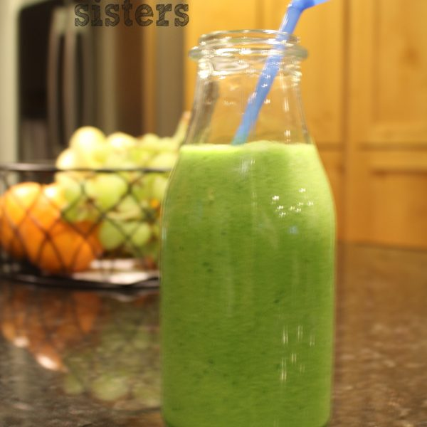 Tasty Green Smoothie with Only 4 Ingredients