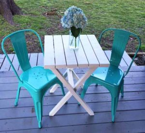 2x4 Bistro Table from The Shabby Creek Cottage. Easy 2x4 projects.