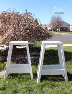 Easy 2x4 projects! Build these barstools using only 2x4s.