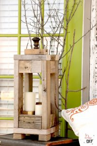 Easy 2x4 projects.Rustic Lantern by Diva of DIY.