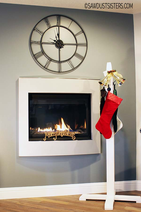 DIY Christmas Stocking Post