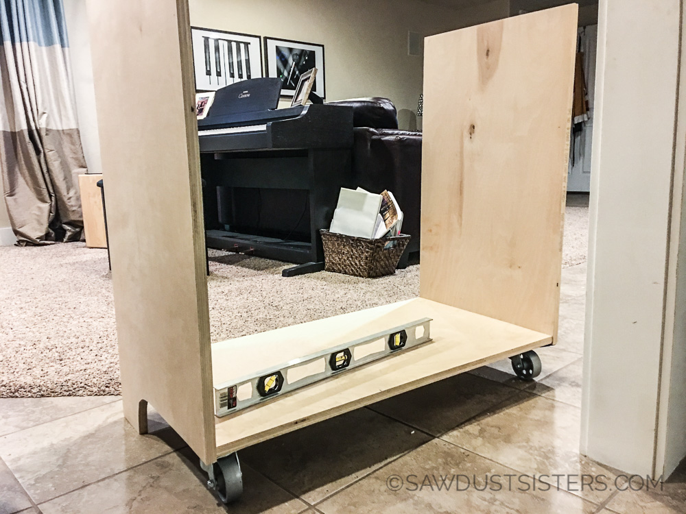 DIY Mini Fridge and Microwave Cabinet. FREE PLANS!