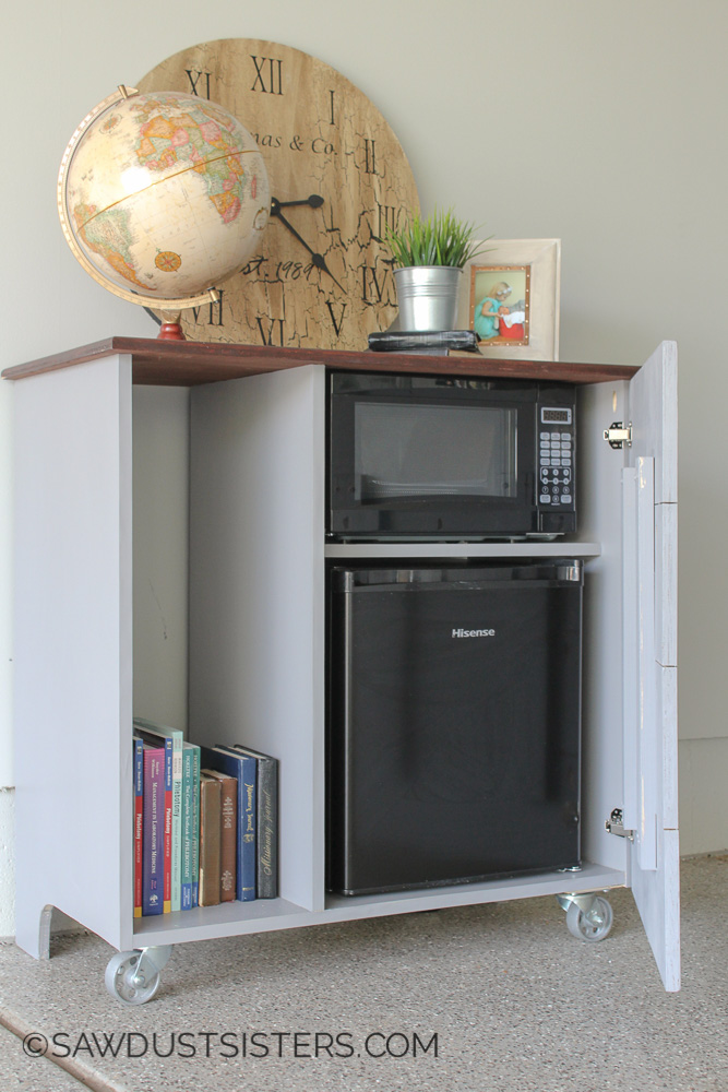 I NEED to build this mini refrigerator cabinet for my office!! Free Plans!