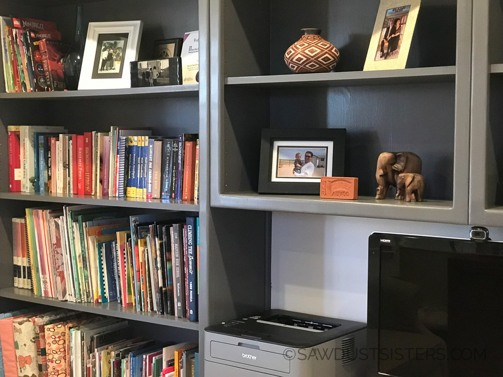 BUILT IN Bookcase Makeover! I need to get mine done! These look awesome!