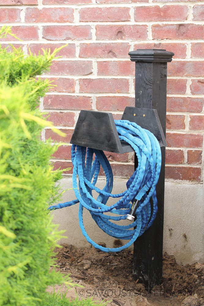 Build a chunky garden hose holder and other easy kreg jig projects. Definitely saving for later!!