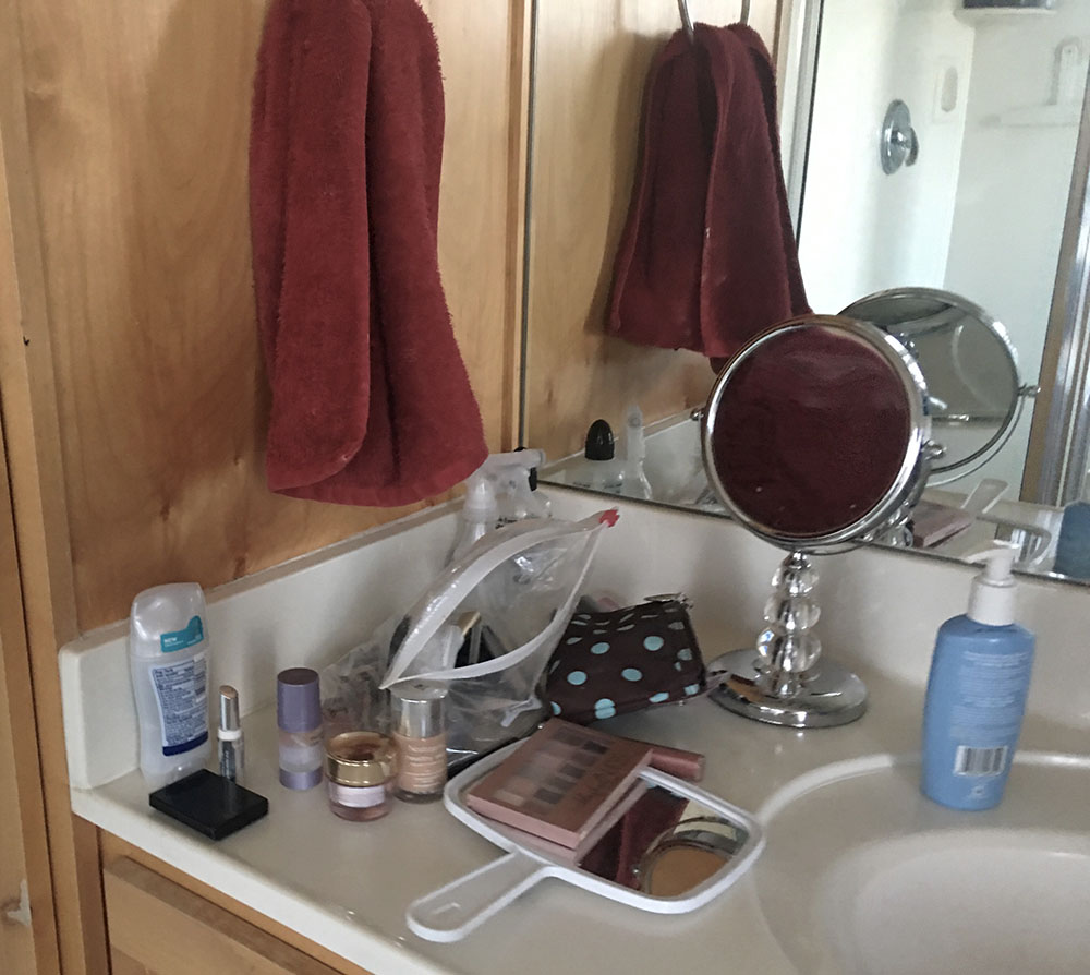 YIKES! If you bathroom vanity looks like this, check out the DIY MAKE UP ORGANIZER I made with NO POWER TOOLS