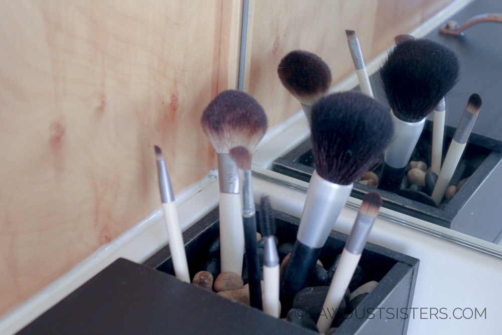 DIY Makeup Organizer. Build it with NO power tools. Just glue! Seriously!